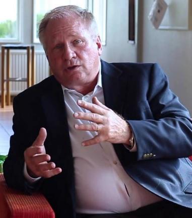 Dr Robert G Cooper